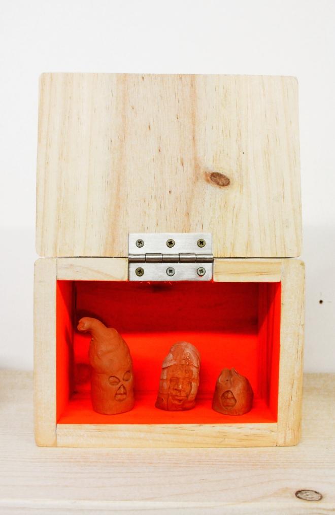 boite caca capuche orange 1
