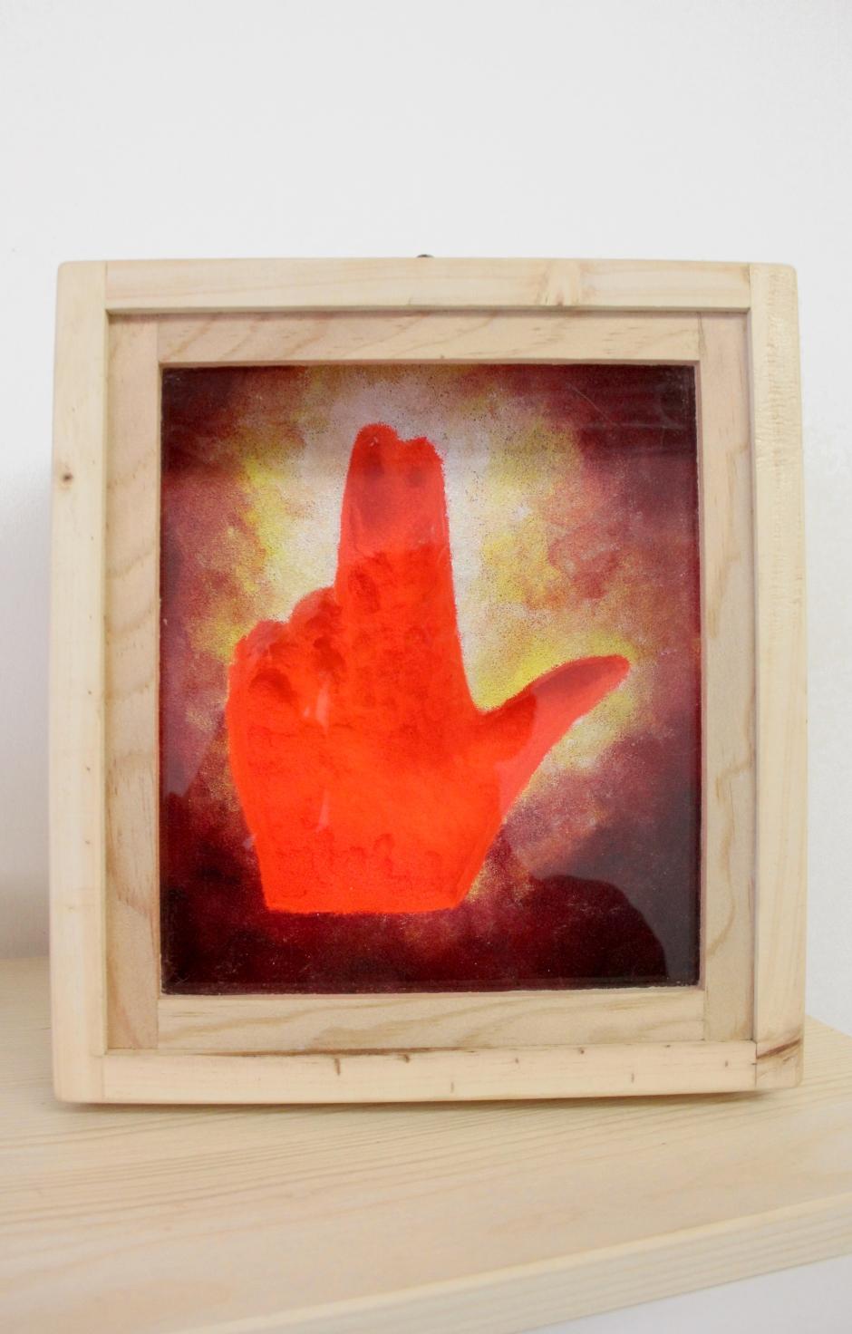 boite main orange feu